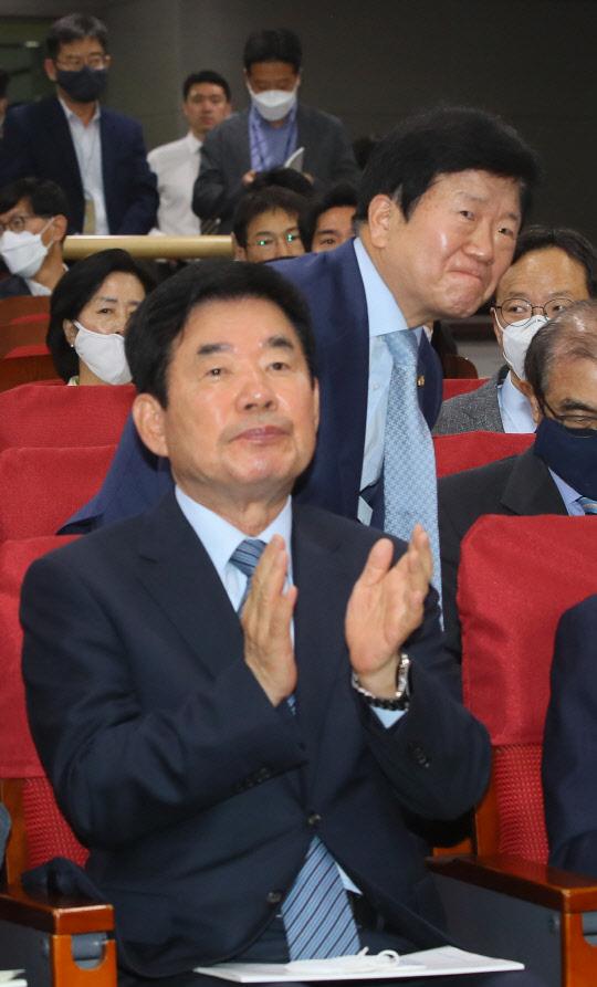 박병석·김진표, 의장 후보등록 미뤄… 경선보다 `합의 추대론` 목소리 부각
